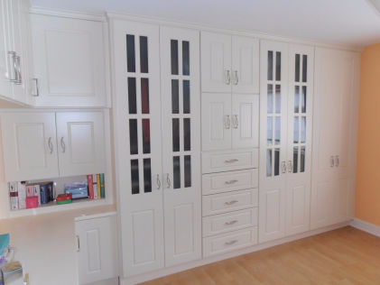Bedroom wardrobe units built in